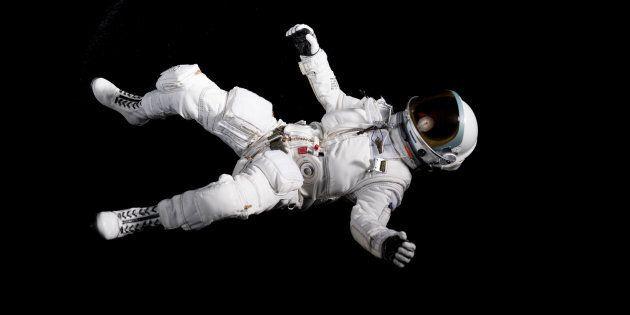 Flotter dans l'espace semble inoffensif, voire apaisant, mais les effets de l'apesanteur sur la santé sont similaires à ceux observés chez les personnes inactives sur Terre.