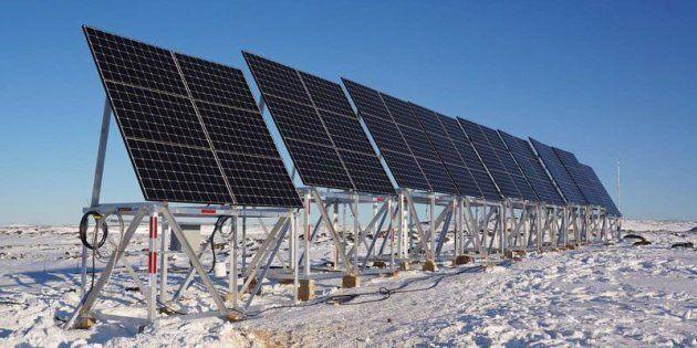 Dans le village de Quaqtaq, au Nunavik, Hydro-Québec a installé 69 panneaux solaires près de la centrale...