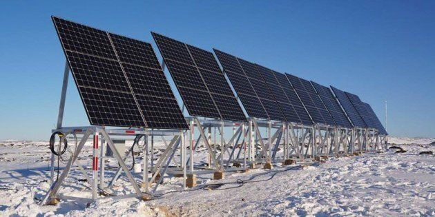 Dans le village de Quaqtaq, au Nunavik, Hydro-Québec a installé 69 panneaux solaires près de la centrale thermique qui alimente le village. Ce projet pourrait réduire la consommation de carburant de la centrale de 5000 litres par année.