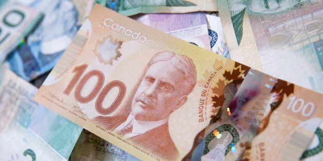 Un Montréalais trouve un billet gagnant du Lotto 6/49 dans une veste en faisant du