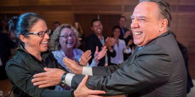 Le premier ministre désigné François Legault est accueilli par ses candidats lors d'une rencontre avec ses candidats élus et défaits à Boucherville, le 3 octobre 2018. LA PRESSE CANADIENNE/Paul Chiasson