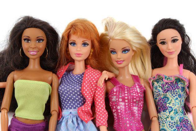 Barbie, longtemps symbole de sexisme, veut combattre les préjugés...
