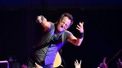 Bruce Springsteen signe une note de retard à l'école pour un garçon de neuf