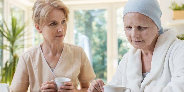 Nous savons que les personnes âgées atteintes de maladies chroniques ont besoin de plus de services de santé et présentent un risque plus élevé d'hospitalisation, si l'on compare aux personnes qui ont une seule affection chronique.
