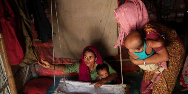 Selon le rapport d'Oxfam, 25 à 50 pour cent des décès maternels dans les camps de réfugiés sont causés...
