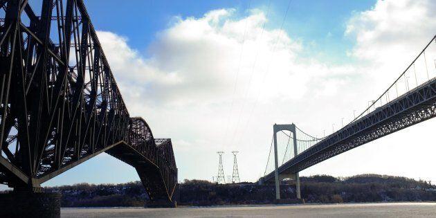 Le pont de Québec et le point