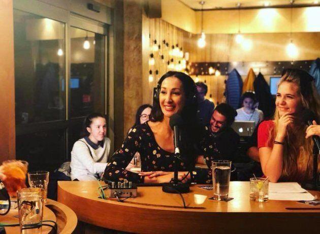 Marwah Rizqy au Bar Chez Roger pour enregistrer l'émission de «La soirée est (encore)