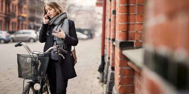 Ailleurs dans le monde, et surtout en Europe, la marche et le vélo deviennent de plus en plus la solution...