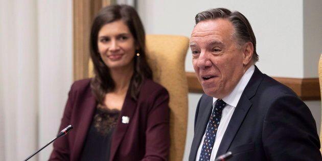 Geneviève Guilbault, vice-première ministre et ministre de la Sécurité publique, aux côtés du premier...