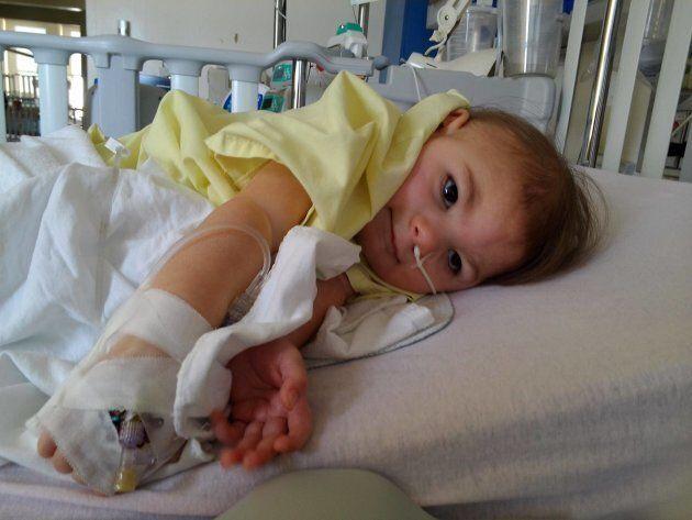 La petite Dylane, six ans, souffre d'une déficience profonde depuis la naissance. «Elle fait des beaux câlins, des beaux sourires», explique sa mère.