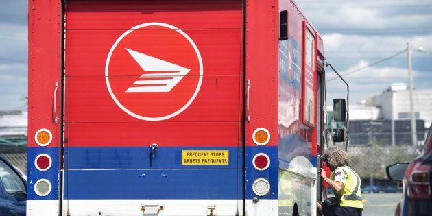 Les employés de Postes Canada poursuivent leurs grèves tournantes à travers le