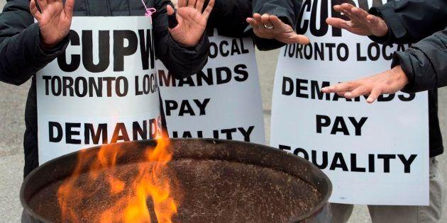 Postes Canada: Ottawa prêt à déposer une loi