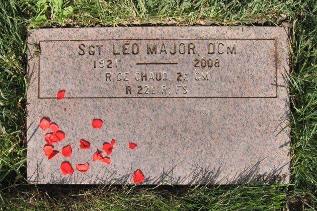 Pierre tombale de Léo Major, située au Champ d'honneur national du Fonds du Souvenir à Pointe-Claire, Québec, Canada.