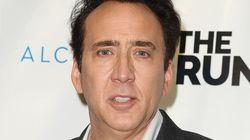 Nicolas Cage restitue un crâne de dinosaure volé en