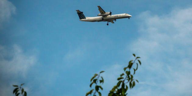 Au fil des ans, ce sont des milliards de dollars que les contribuables ont engouffrés dans cette entreprise. Sur la photo, un avion Bombardier Dash-8 Q 400.