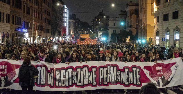 Manifestation organisée par le mouvement «Non una di meno», soit «Pas une de moins», qui fédère des regroupements...