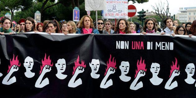 À Rome, le 24 novembre 2018, des dizaines de milliers de femmes se sont rassemblées pour manifester contre la violence des hommes envers les femmes.