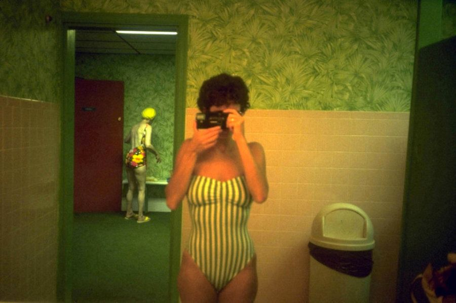 Dans les toilettes publiques pour femmes du monde entier, avec la photographe Maxi Cohen