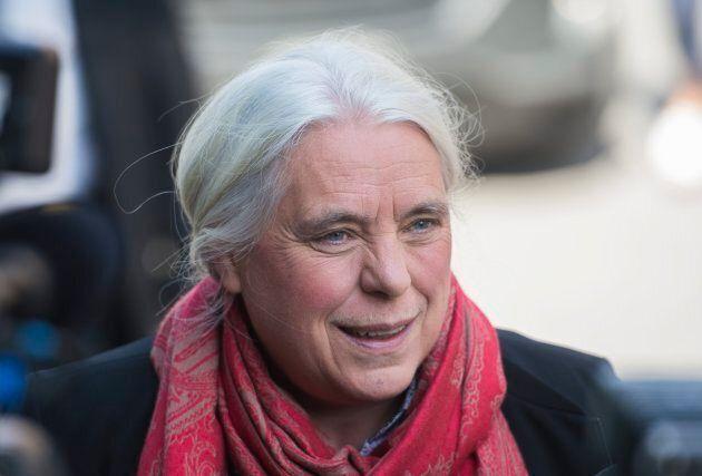 Manon Massé, de QS, souhaite que le gouvernement dépose une ébauche d'un plan de lutte aux GES avant...
