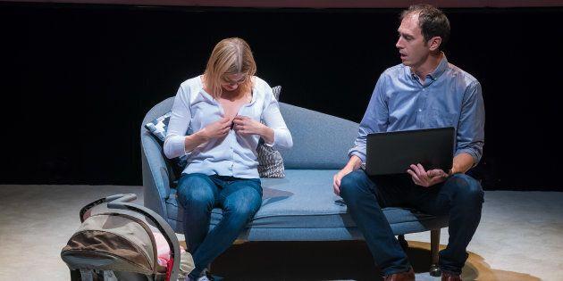 Dans la pièce, Cédric, l'auteur de la blague vulgaire et pour le moins sexiste, est partagé entre le...