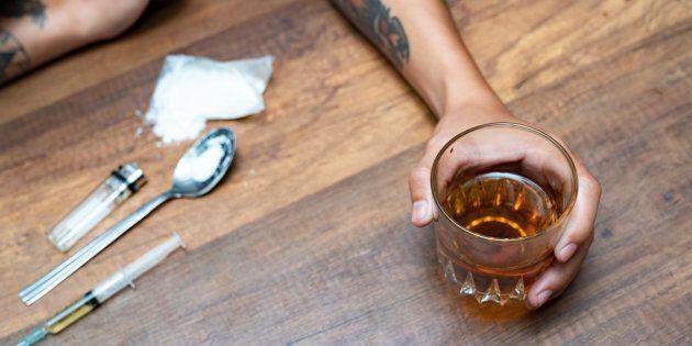 Au même titre que l'alcool contrefait cessa de rendre les gens aveugles avec la fin de la prohibition,...