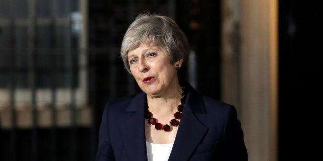 Le cabinet britannique approuve l'accord sur le