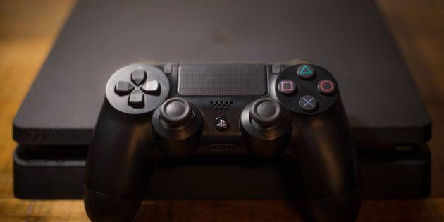 La Playstation 4 possède une manette DualShock 4 munie d'un pavé tactile noir au