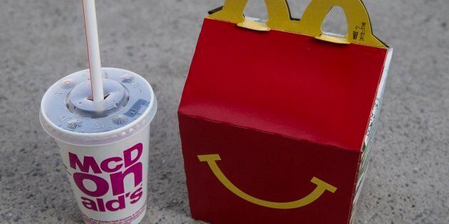 Les plaignants estiment que McDonald's contrevient à la loi québécoise, qui interdit la publicité destinée...