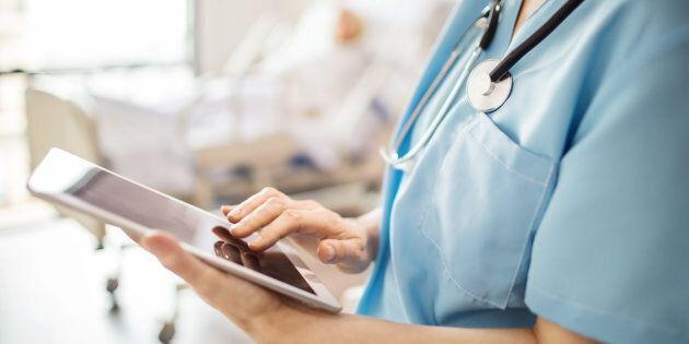 Selon le président de l'Ordre des infirmières et infirmiers du Québec (OIIQ), la pénurie actuelle serait «artificielle», car créée par le fait que trop d'infirmières n'auraient qu'un diplôme collégial.