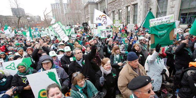 Les Franco-Ontariens ont manifesté leur opposition aux coupes du gouvernement Ford