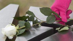Tuerie de Polytechnique: des roses blanches pour regarder vers