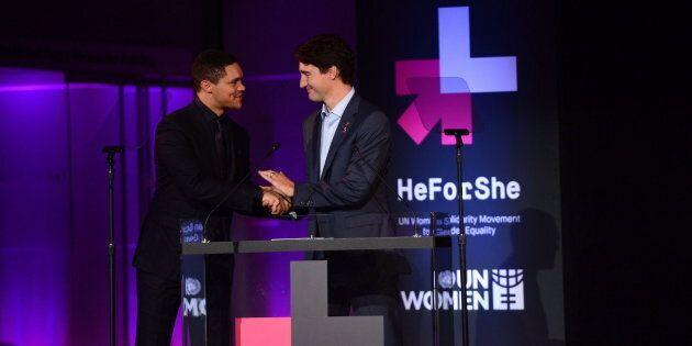 L'animateur Trevor Noah présente le premier ministre Justin Trudeau lors de l'événement «He For She»,...