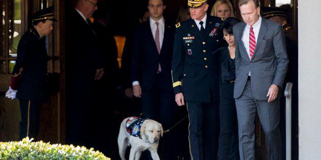 Le chien de George H. W. Bush l'accompagne à