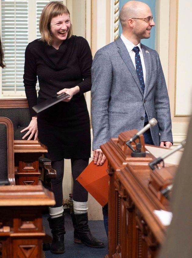 Catherine Dorion et Sol Zanetti à leur entrée à l'Assemblée nationale pour la période des questions,