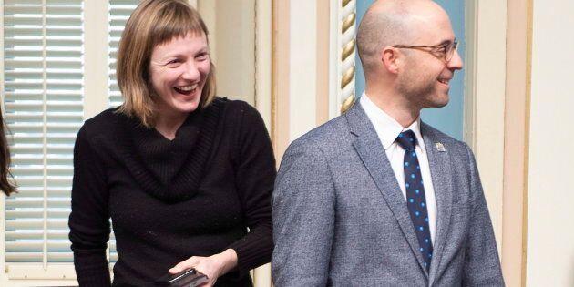 Vêtue de ses Dr. Martens et de ses jeans, la guerrière de Taschereau réclamait qu'on en finisse avec le code vestimentaire, exigeant des députés qu'ils soient bien mis pour pénétrer dans l'institution qu'est le Parlement.
