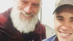 Justin Bieber a rencontré le père Noël canadien sexy et a posé avec lui