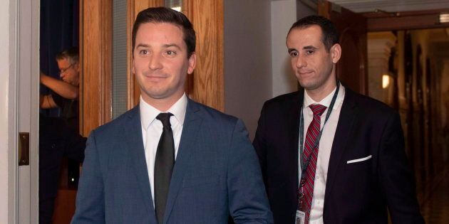 Simon Jolin-Barrette (à gauche) est non seulement chargé de négocier avec Ottawa pour la baisse des seuils...