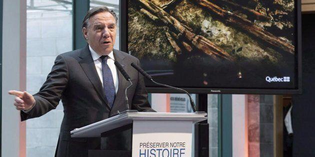 François Legault lors de l'annonce de la découverte archéologique le 6 novembre