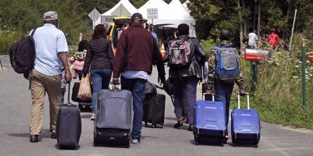 Des migrants se rendant au Canada via le chemin Roxham, le 7 août