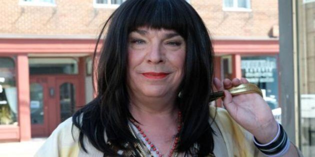 Pretzel tombe dans trois clichés, soit la femme trans travailleuse du sexe, la femme trans vulgaire,...