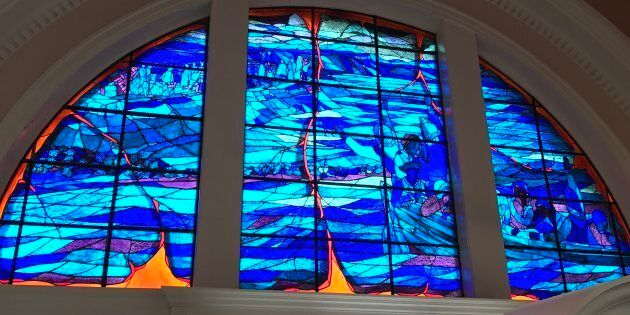 Vitrail à l'intérieur de l'église commémorative à Grand-Pré, lieu historique national de Grand-Pré (Nouvelle-Écosse)....