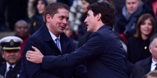 Andrew Scheer et Justin Trudeau, qui souhaitent obtenir un mandat d'un océan à l'autre, orientent leur...