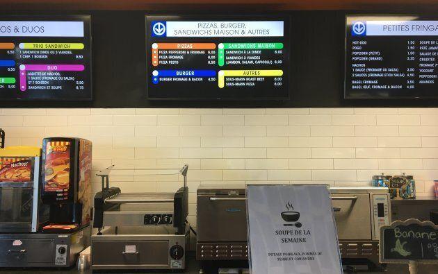 L'affichage du menu à la cantine du Taz a été modifié pour rappeler les lignes de métro, à la suite de l'installation d'un wagon MR-63.