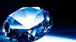 Enchères: un rare diamant bleu pourrait battre des records à Hong