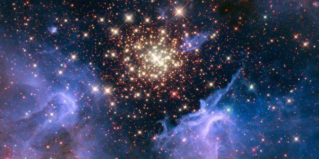 Gaz interstellaire et regroupement de jeunes étoiles, image du télescope spatial