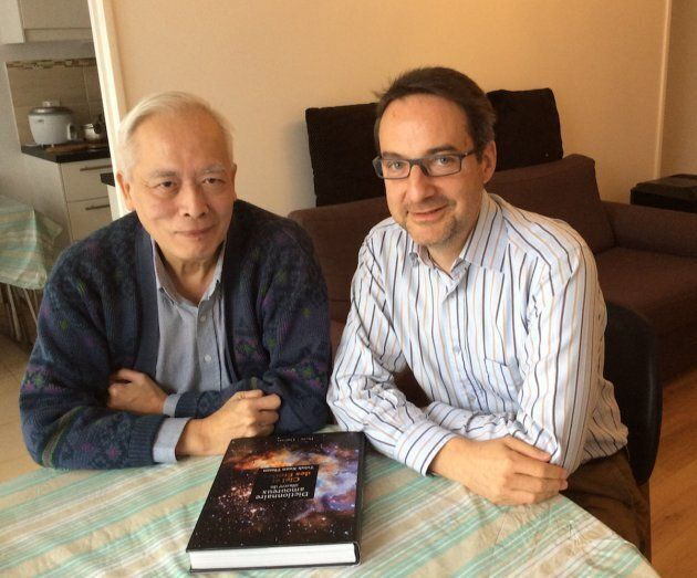 Trinh Xuan Thuan à son domicile parisien, avec Hervé Dole en décembre