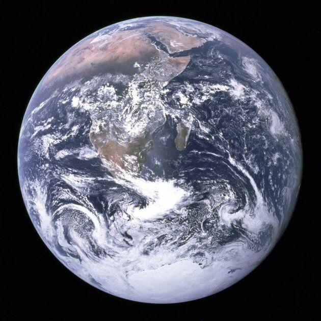 Photo de l'Afrique, de l'Antarctique et de la péninsule Arabique prise en route pour la lune lors de...