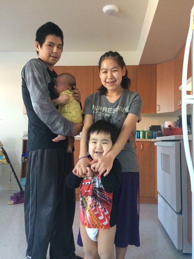 Dallacy Cain avec sa famille