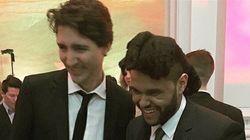 Le chanteur The Weeknd et Justin Trudeau font connaissance à