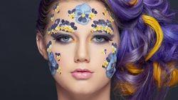 Elle a des fleurs collées au visage et le résultat est
